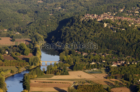 panorama over the dordogne river bastide