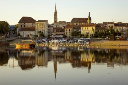 port and river dordogne bergerac perigord
