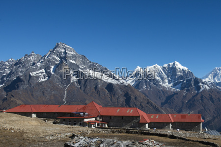 a lodge at kongde in everest