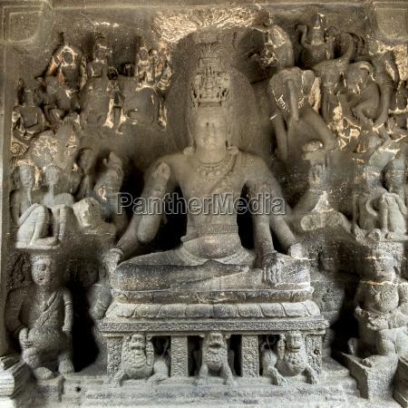 hindu statue at the ellora caves