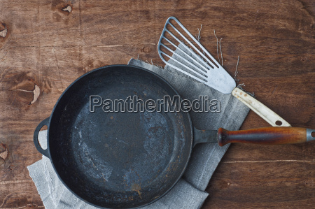 cast iron black frying pan with