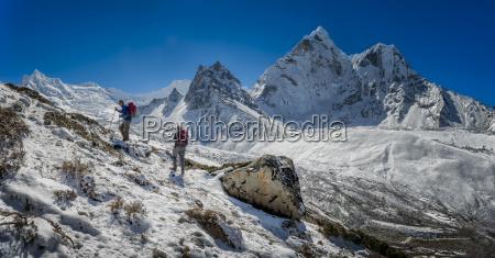 nepal khumbu everest region dingboche trekkers