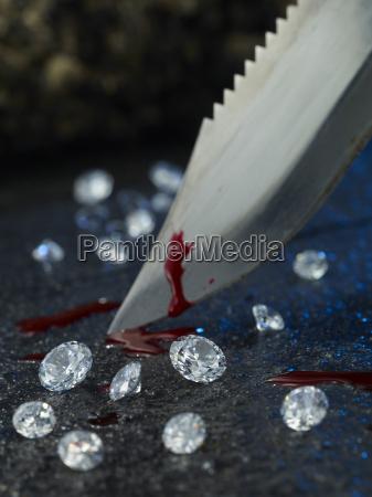 messer mit blut und diamanten