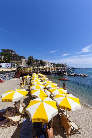 italien ligurien rapallo touristen am strand