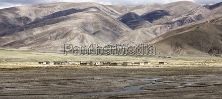 tibet tibetische hochebene siedlung im herbst