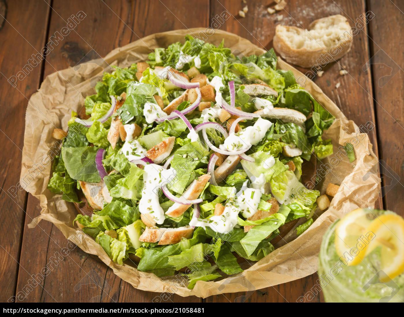 caesar-salat, mit, kühlem, getränk, abschluss, oben - 21058481