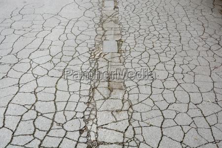 deutschland bayern riem asphalt strasse mit