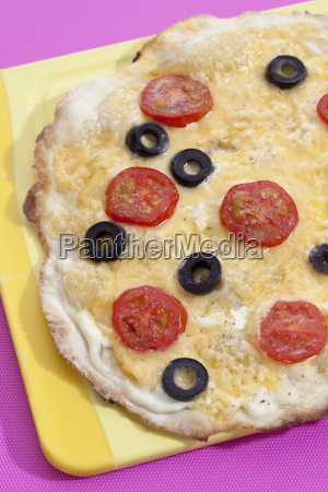 tarte with black olives and tomatoes