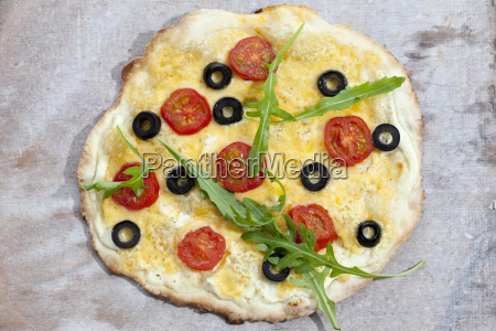tarte with black olives tomatoes and