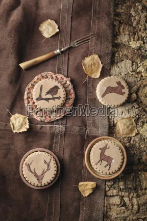 hausgemachte kekse mit tieren auf fondant