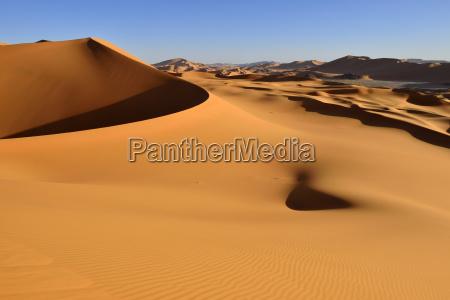 paseo viaje desierto distante al aire