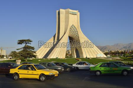 iran teheran verkehr rund um azadi