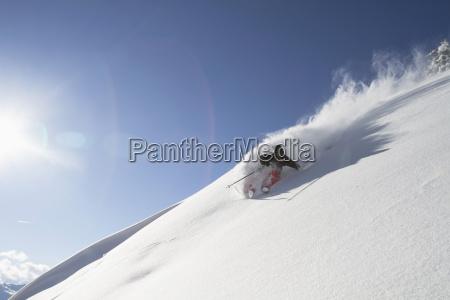 oesterreich tirol mid adult man skifahren