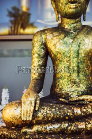 statue skulptur buddha golden outdoor freiluft