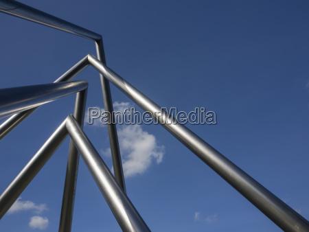 wolke skulptur sonnenlicht pyramide stahl deutschland
