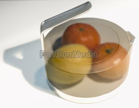 topf mit zitrone und mandarinen orangen