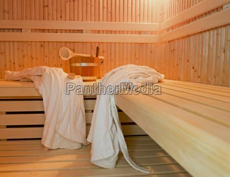 deutschland aachen sauna holzbaenke bademaentel buerste