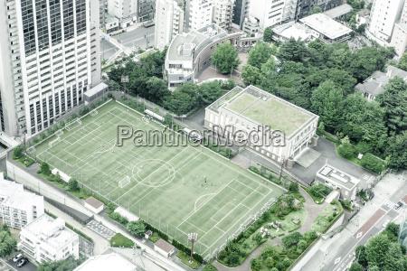 japan tokio fussballplatz von oben gesehen