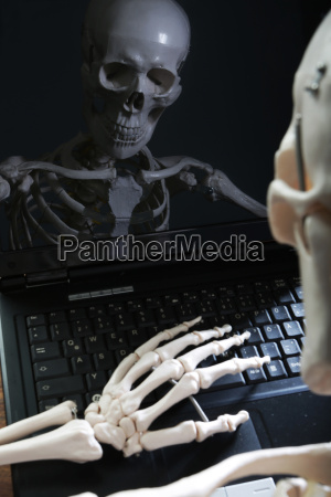 skeleton die im bereich monitor des