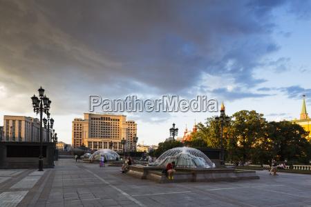 russlandmoskaumanege squarealexander garden und hotel moskau