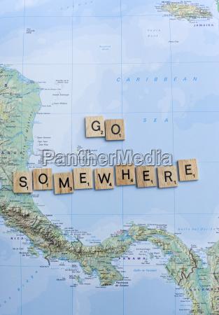 karte und buchstaben gehen irgendwo hin