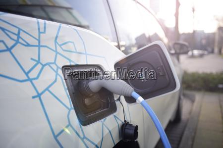 deutschland duesseldorf carsharing aufladung eines elektroautos