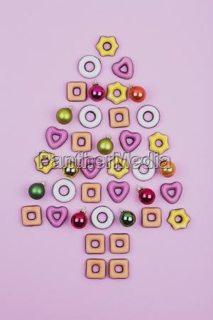 weihnachtsplaetzchen und kugeln weihnachtsbaum