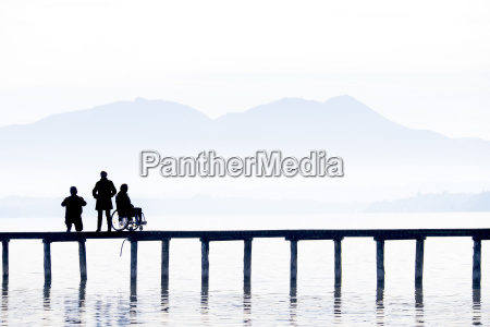 deutschland seebruck silhouetten von drei personen