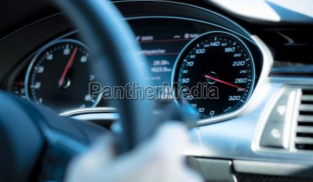 auto armaturenbrett tachos geschwindigkeit