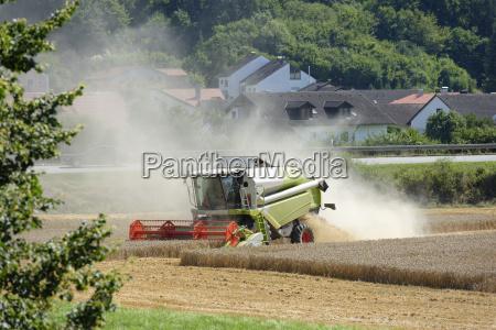 staub landwirtschaft ackerbau feld lese bayern