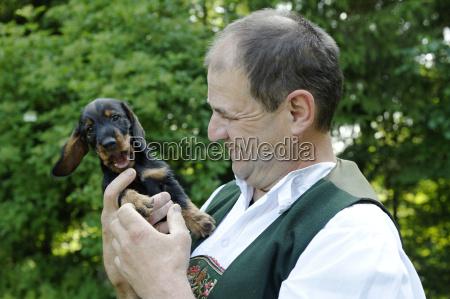 deutschland bayern oberbayern mann in bayerischem