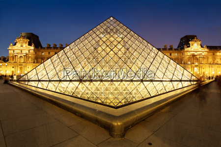 france paris louvre at night