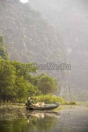 vietnam ninh binh fisherman in rowing