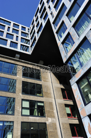 paseo viaje ciudad moderno ventana reflexion