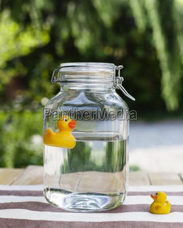 glas becher trinkgefaess kelch tasse gross