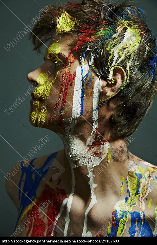 profil, von, shirtless, mann, mit, farbe - 21107603