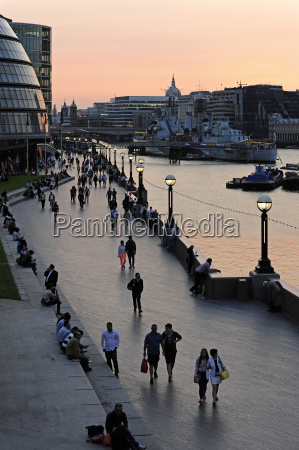 uk london south bank queens walk
