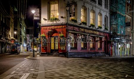 grossbritannien london pub in der glasshouse