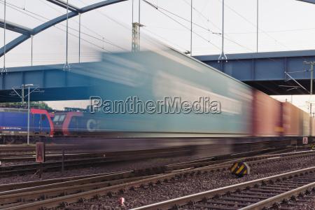 deutschlandhamburgbahnstrecke mit gueterverkehr