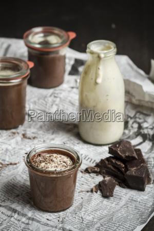 jars of chocolate pudding with vanilla