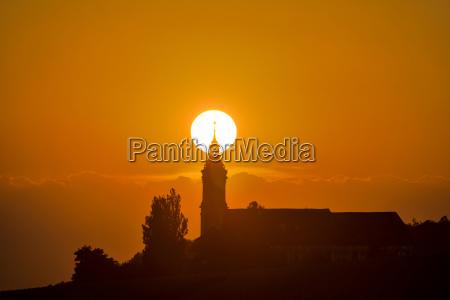 torre paseo viaje iglesia arbol puesta