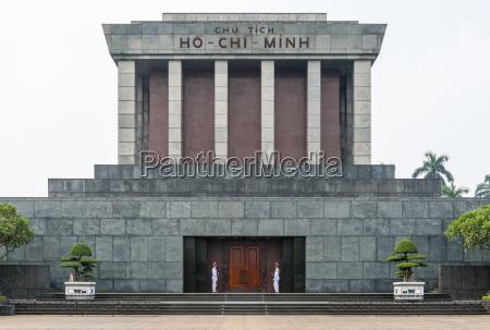 vietnam hanoi ho chi minh mausoleum