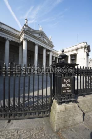 bank kreditinstitut geldinstitut fahrt reisen wolke