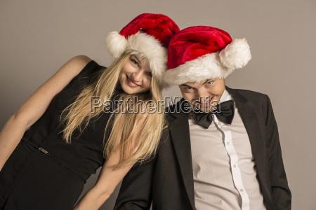 portraet von gut gekleidet junges paar