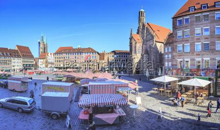 deutschland nuernberg blick zum hauptmarkt mit