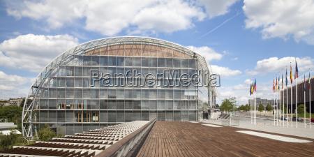 bank kreditinstitut geldinstitut stadt europa sonnenlicht