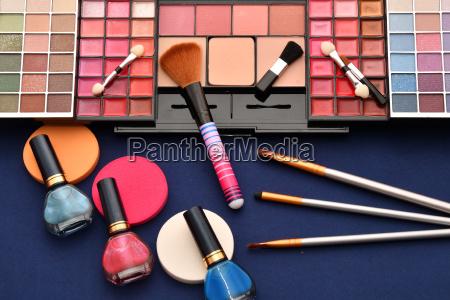 farbe malen wimperntusche anmalen kosmetik kosmetika