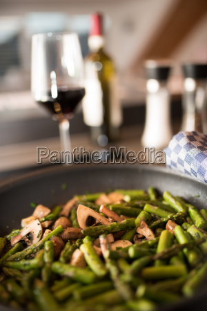 fried asparagus with mushrooms