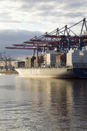 deutschland hamburg containerschiff in waltershofer hafen
