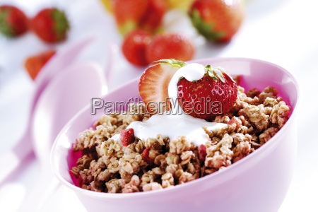 cereals with fruit and milk